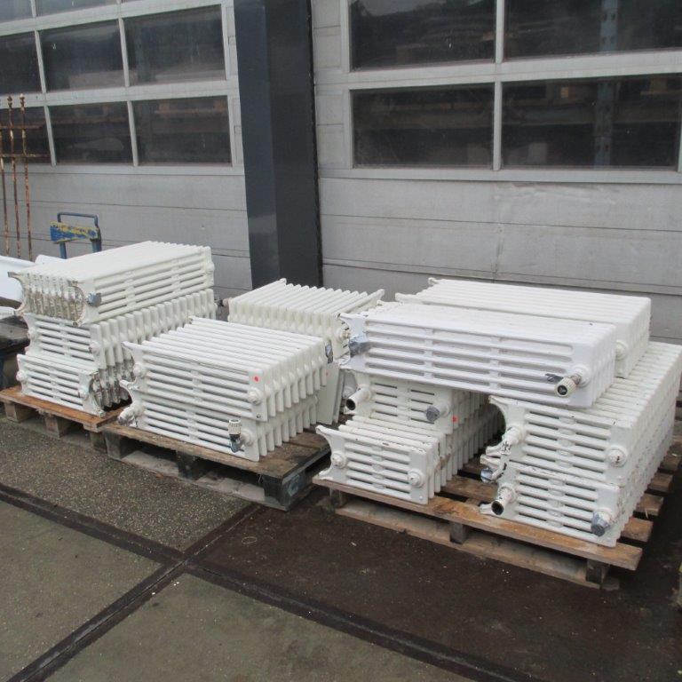 Oude gietijzeren leden radiatoren