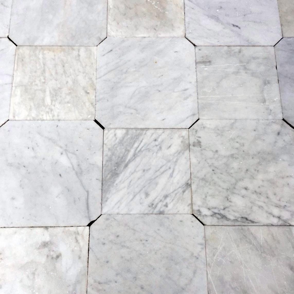 Alter achteckiger Carrara-Marmor
