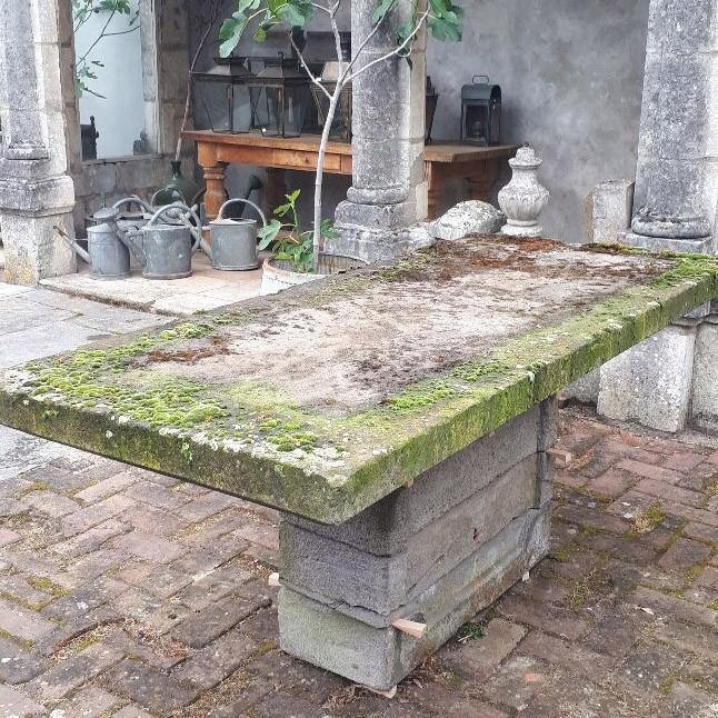 Gartentisch Lavagestein Anfang des 20. Jahrhunderts