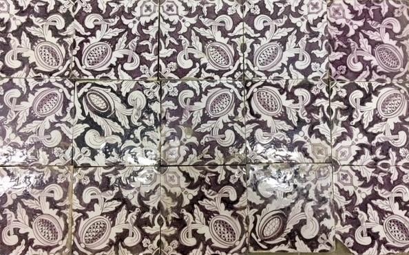 Antike Wandfliesen mit Muster