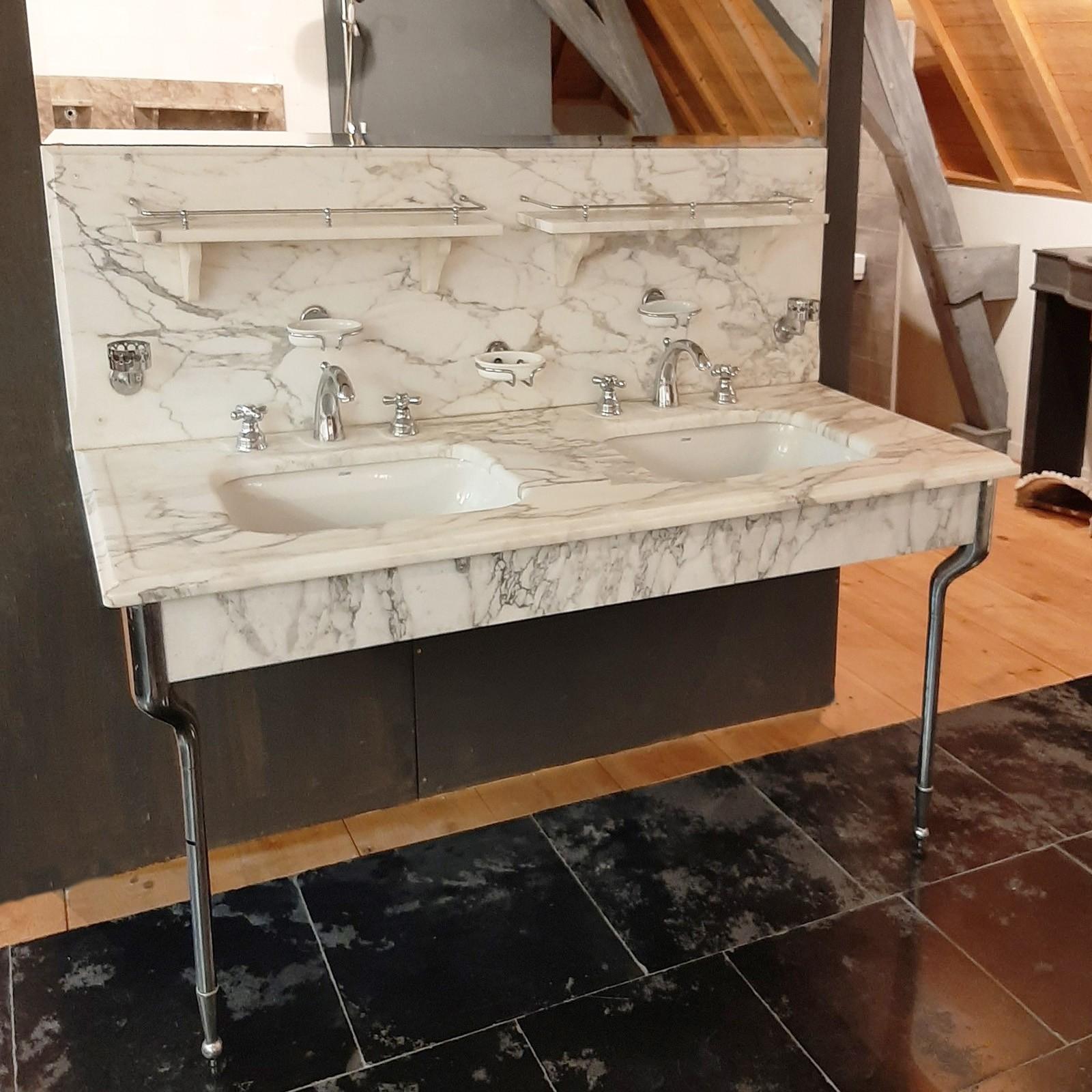 Waschtischmöbel aus Arabescato-Marmor