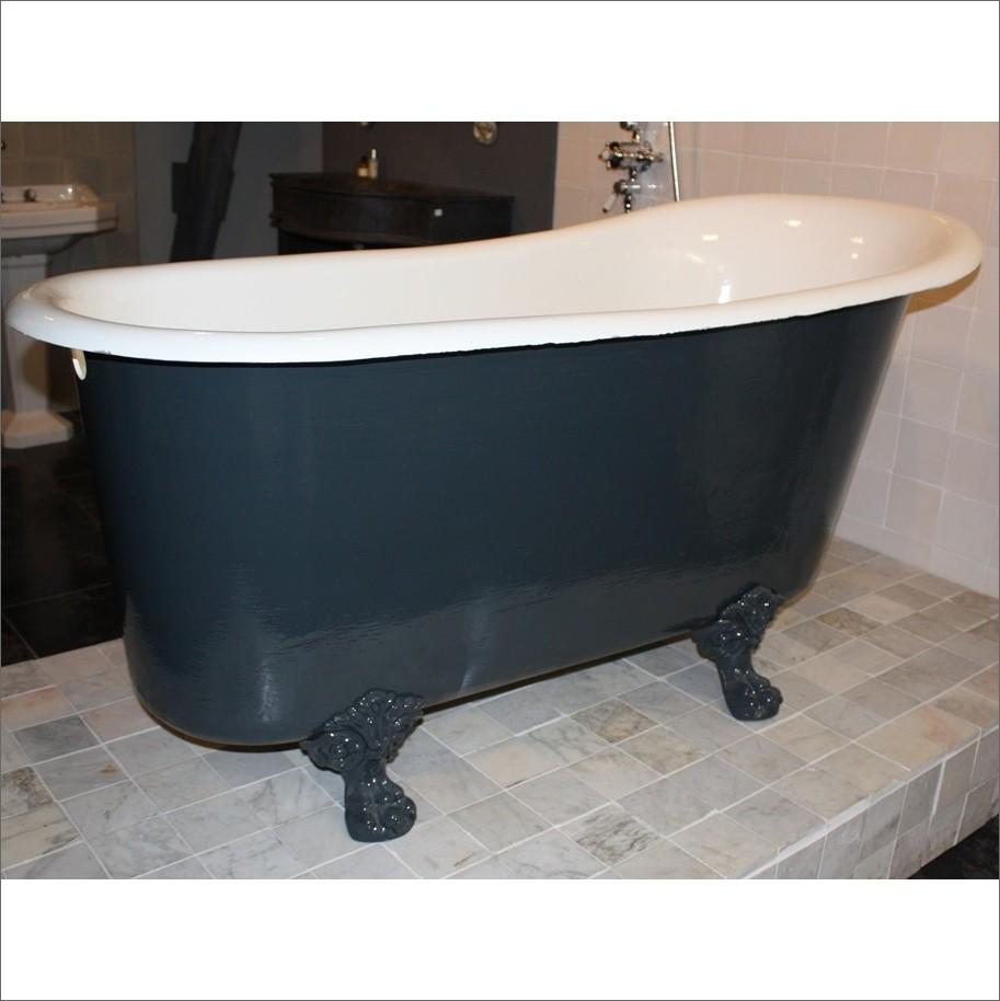 Antike gusseiserne Badewanne auf KrallenfUssen