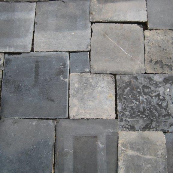 Antiker handgeschliffener Blaustein und blauer Stein