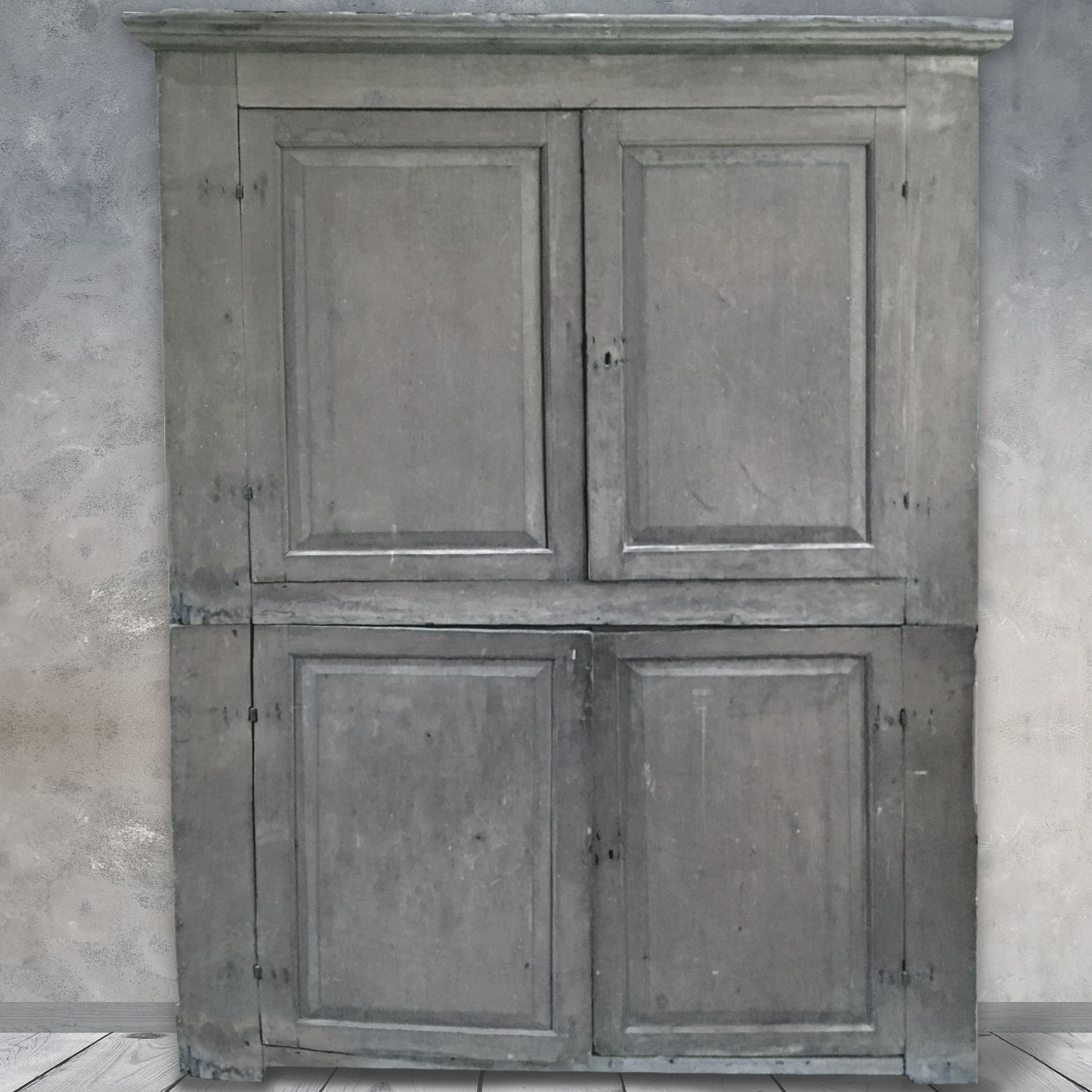 Antiker Schrank mit schöner Patina