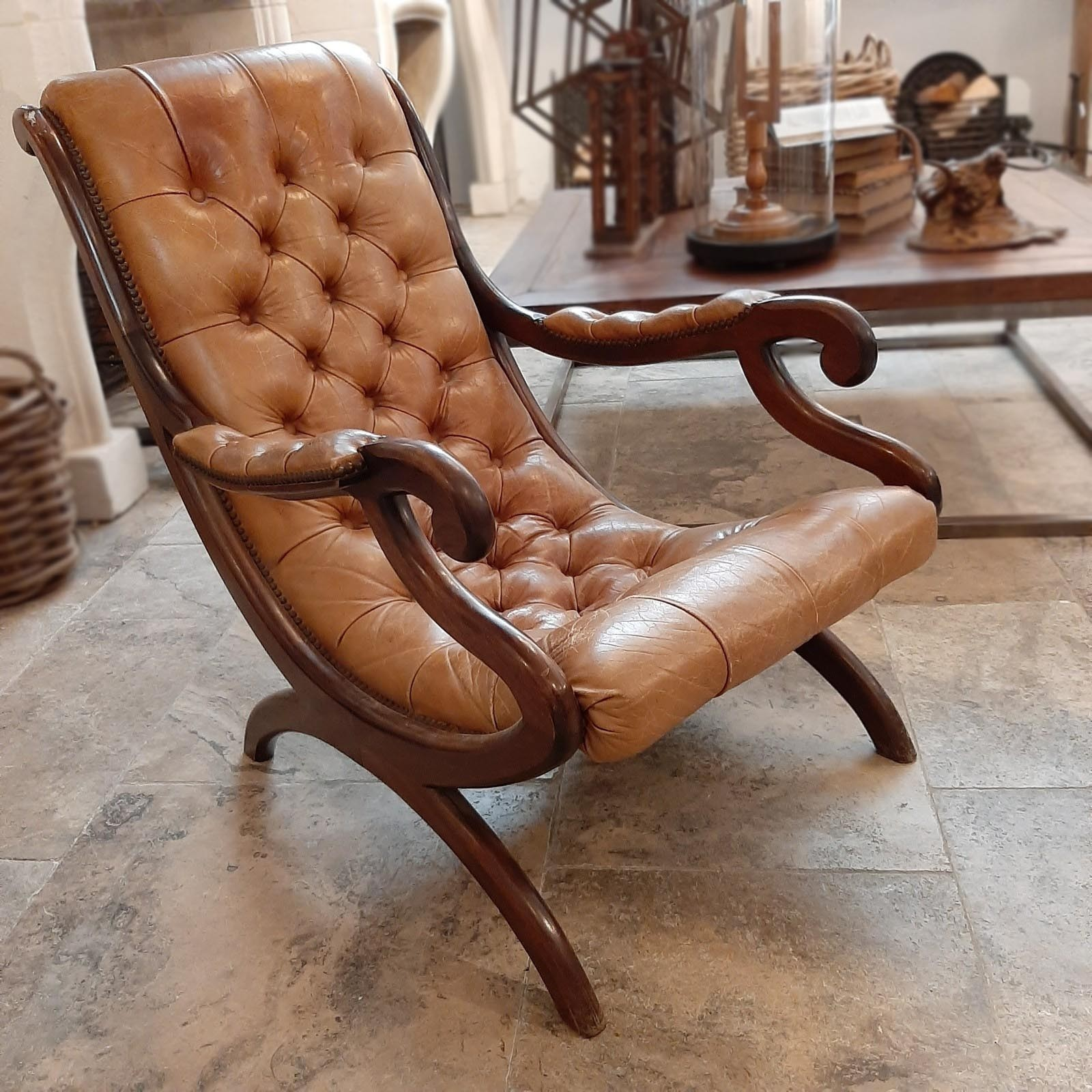 Alter englischer Chesterfield-Lehnsessel