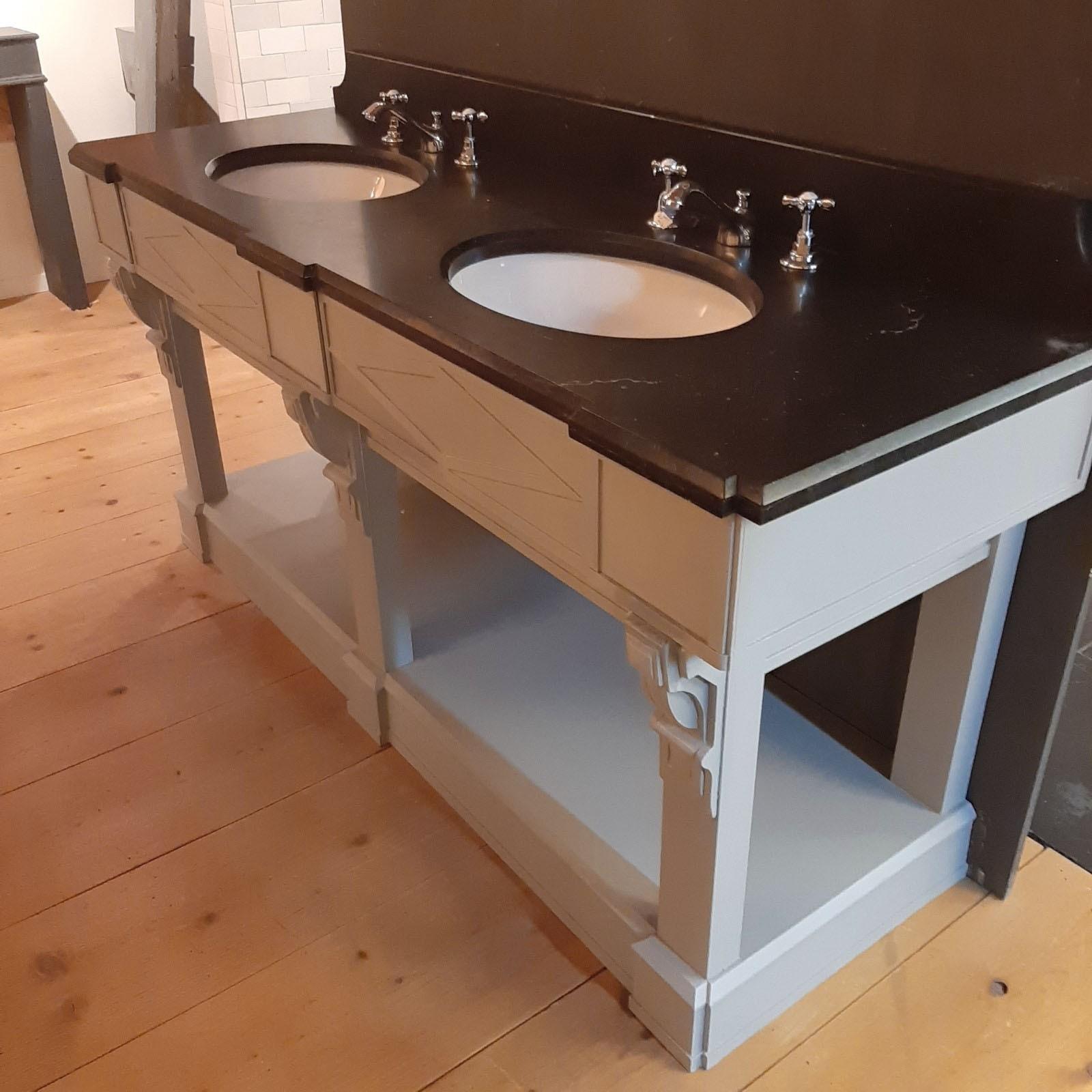 Doppelwaschtischmöbel mit belgischer Hartsteinplatte