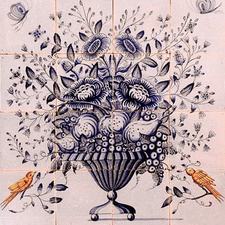 Fliesentableau eines Blumenkorbes