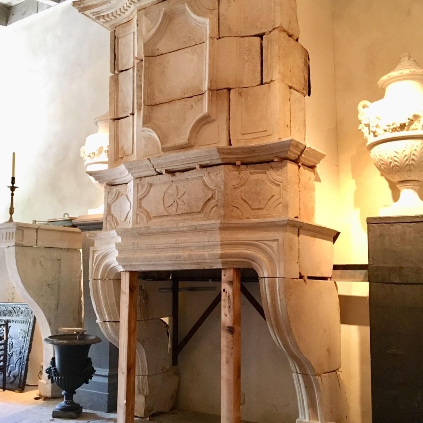 Schöner großer Kamin aus dem 17. Jahrhundert mit Trumeau