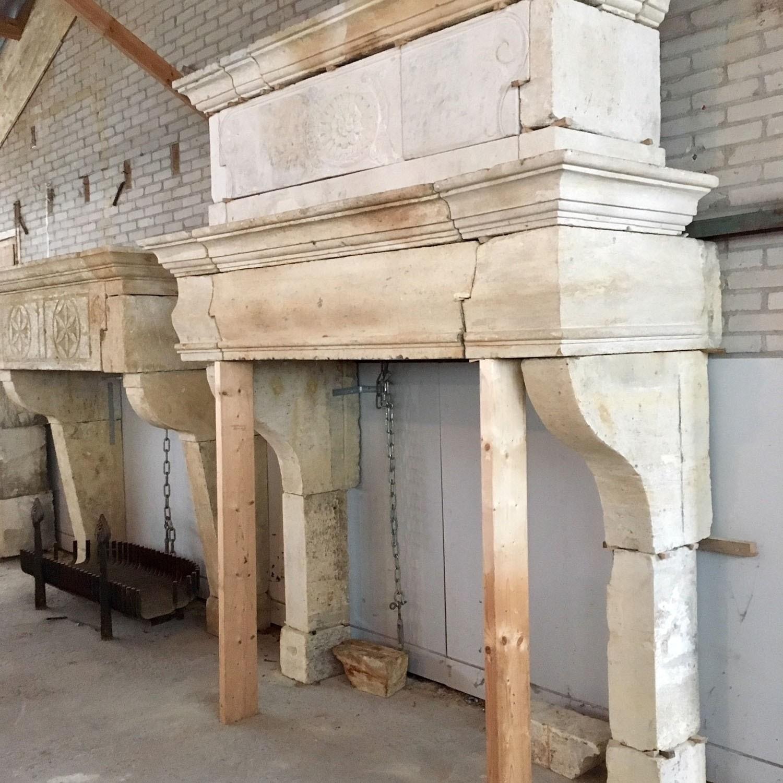 Großer Kamin mit dekorativem Trumeau