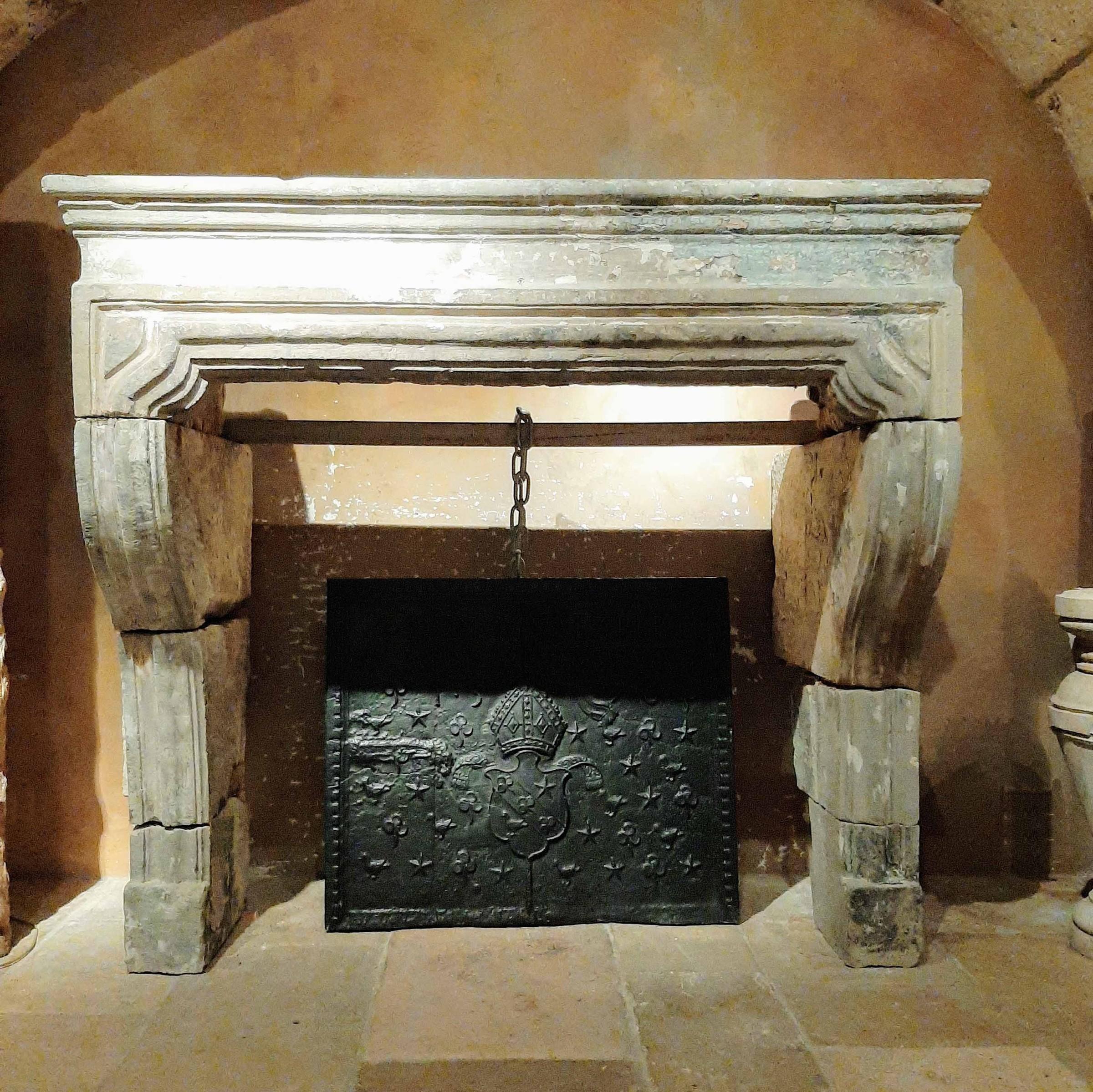 Französischer Barock-Kamin aus antikem Sandstein aus dem 18. Jahrhundert