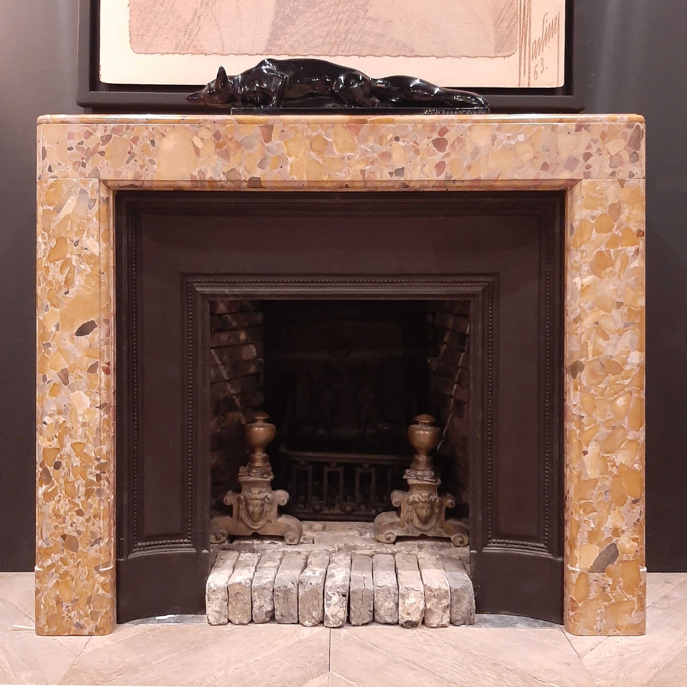 Marmor Art Deco Kamin mit originalem Interieur aus Gusseisen