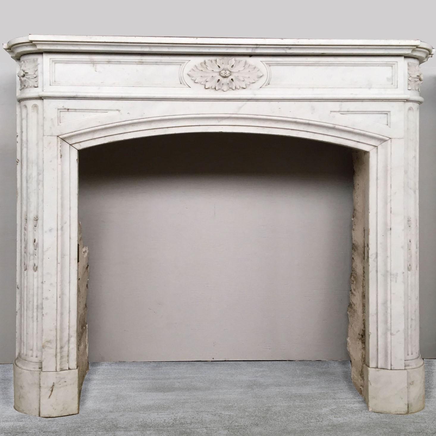 Paar Carrara-Marmor Ludwig XVI Kamine aus Paris