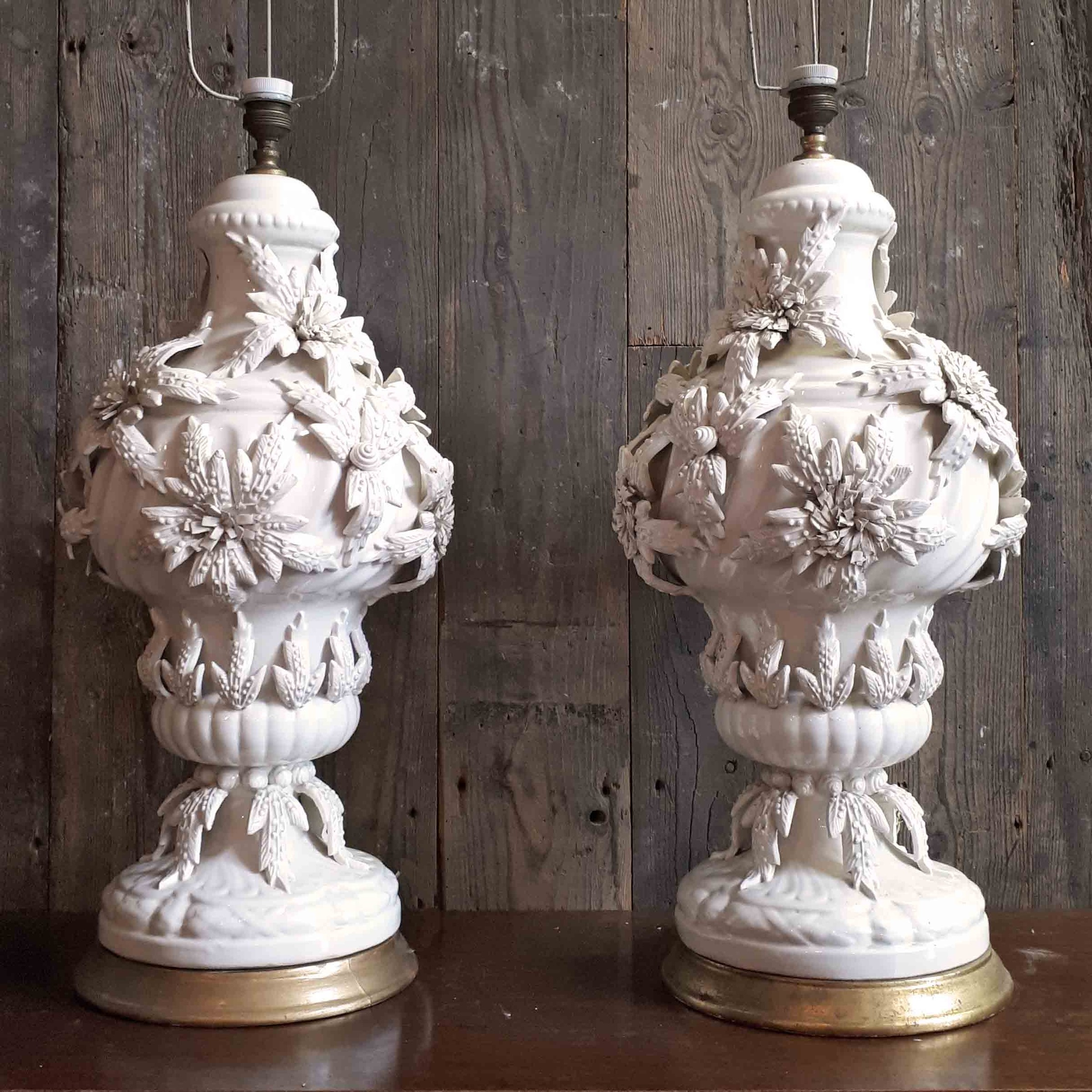 Paar Mid-Century Manises Tischlampengestelle