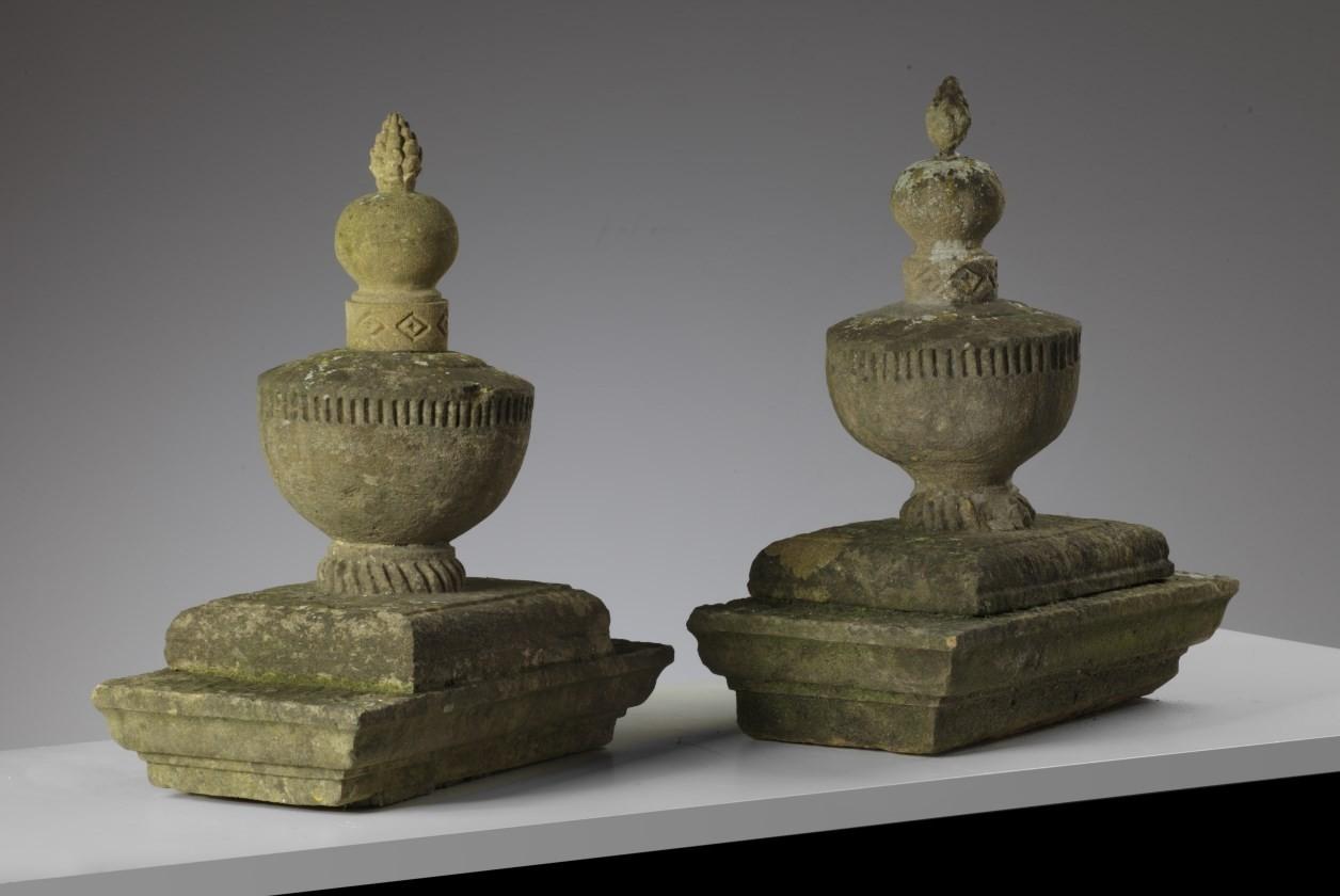 1 Paar französische Sandstein-elementen aus dem 19. Jh.