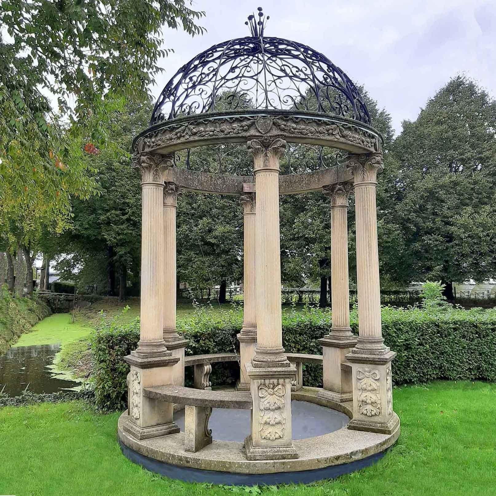 Rotonda oder Garden Gloriette im klassischen Stil mit einer schmiedeeisernen Kuppel