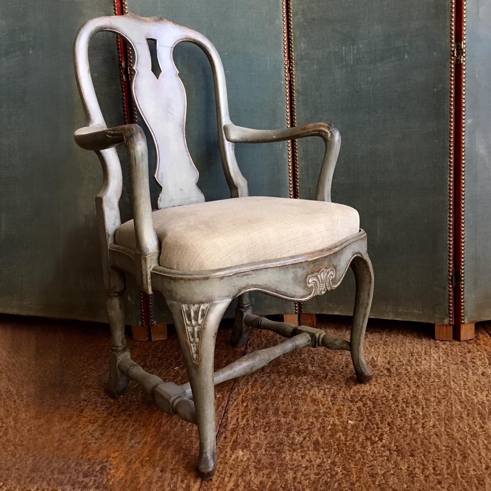 Schöne alte Sessel, zwei Stücke