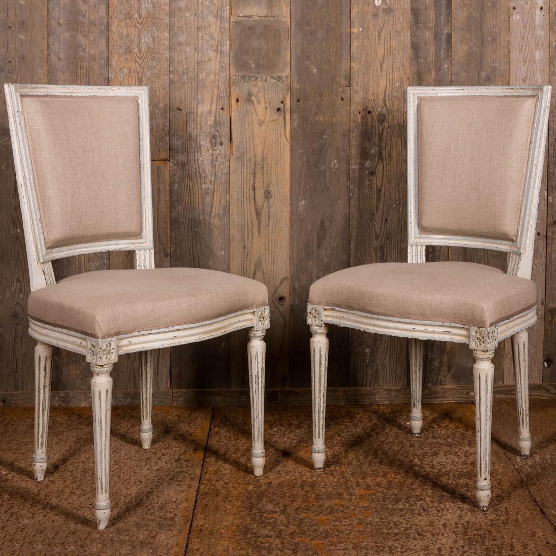 Set aus acht vollständig restaurierten französischen Esszimmerstühlen im Louis XVI / Seize-Stil