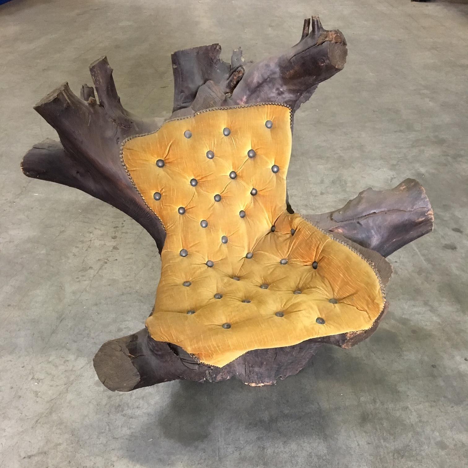Stuhl aus Baumstumpf